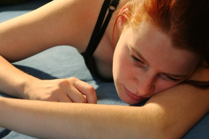 girl in pain using oxycontin